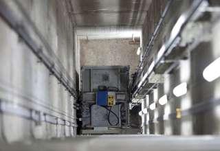 elevtor sfty 320x220 - مقررات ایمنی که در آسانسورهای الکتریکی باید در نظر گرفت چیست؟