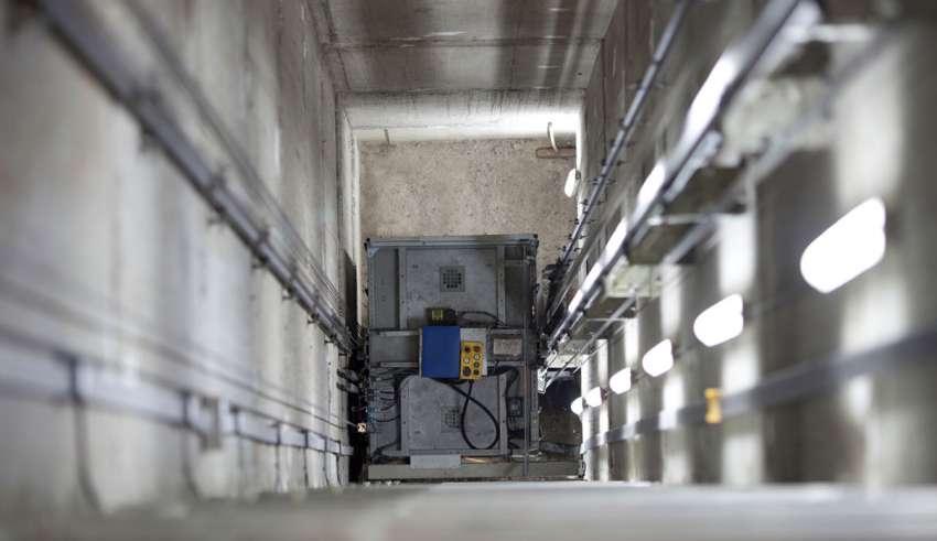 مقررات ایمنی که در آسانسورهای الکتریکی باید در نظر گرفت چیست؟ - ظرفیت آسانسور, چاه آسانسور, تابلو کنترل آسانسور, آسانسورهای الکتریکی