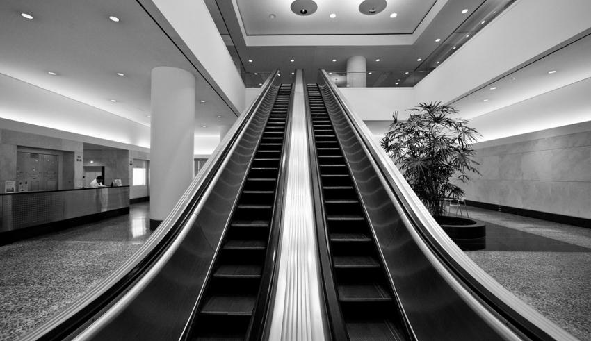 طراحی پله برقی مسئولیتی دشوار - طراحی پله برقی, زاویه پله برقی, پله برقی