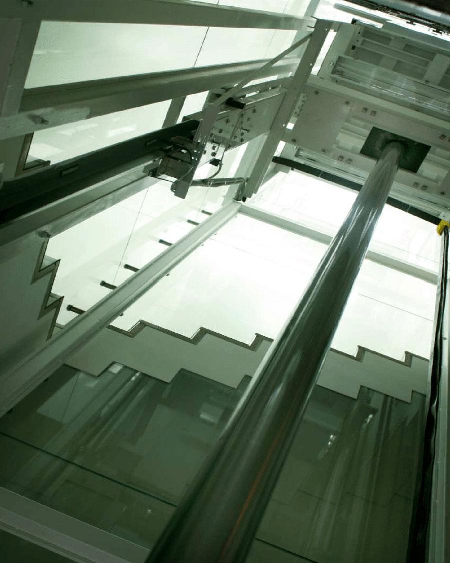 Axels Unique Bespoke Elevator Helipad Elevator 2 - راه حل کمپانی اکسل ایتالیا برای ساختمان های بلندمرتبه و دارای هلی پد